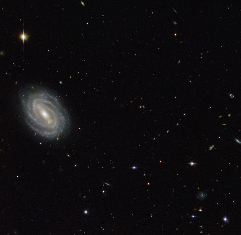 Hubble ve espiral en Serpens