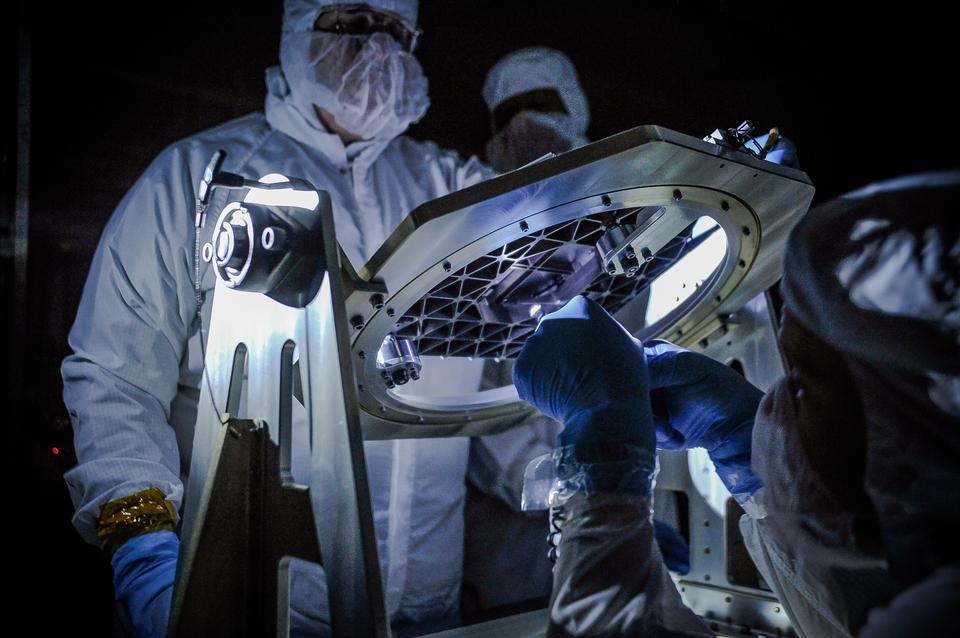 Low Light Test on New Technology for Webb Telescope