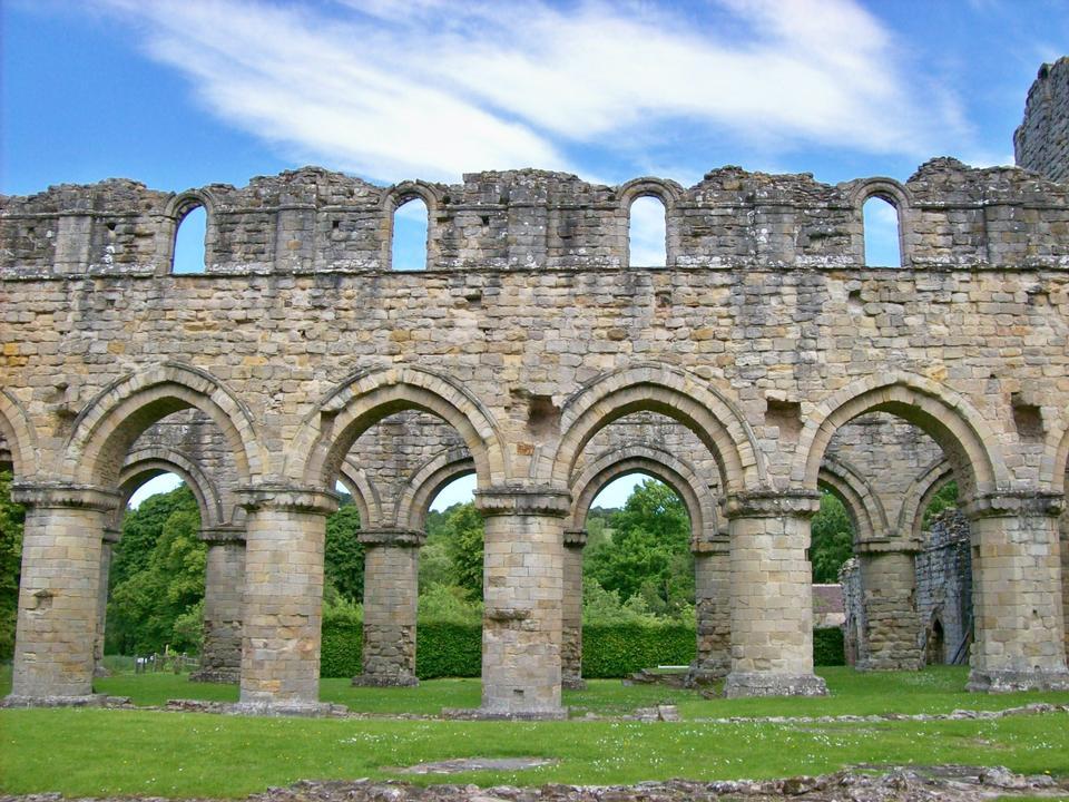 Innenansicht des alten dachlosen verlassenen Kathedrale in San Galgano