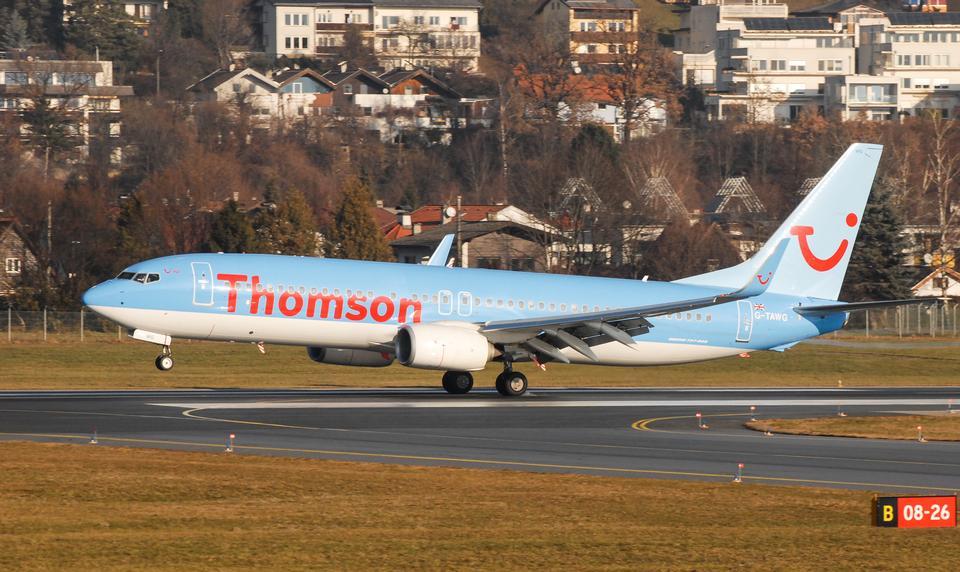 インスブルック空港でボーイング737-800着陸