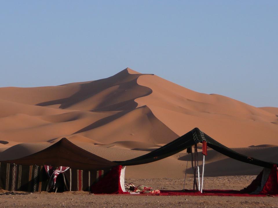 サハラ砂漠でキャンプ