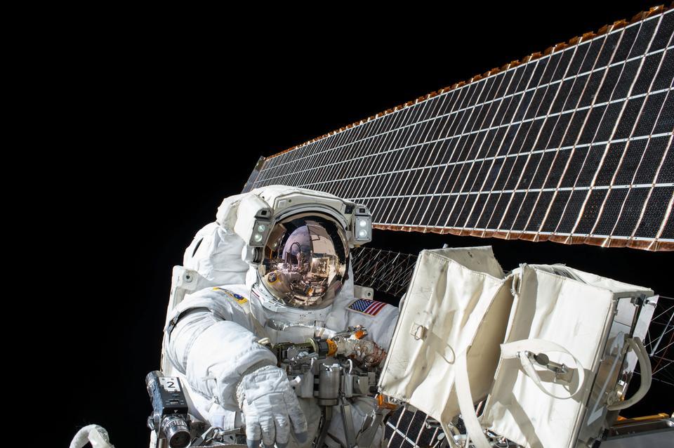 Выход в открытый космос экспедиции 45