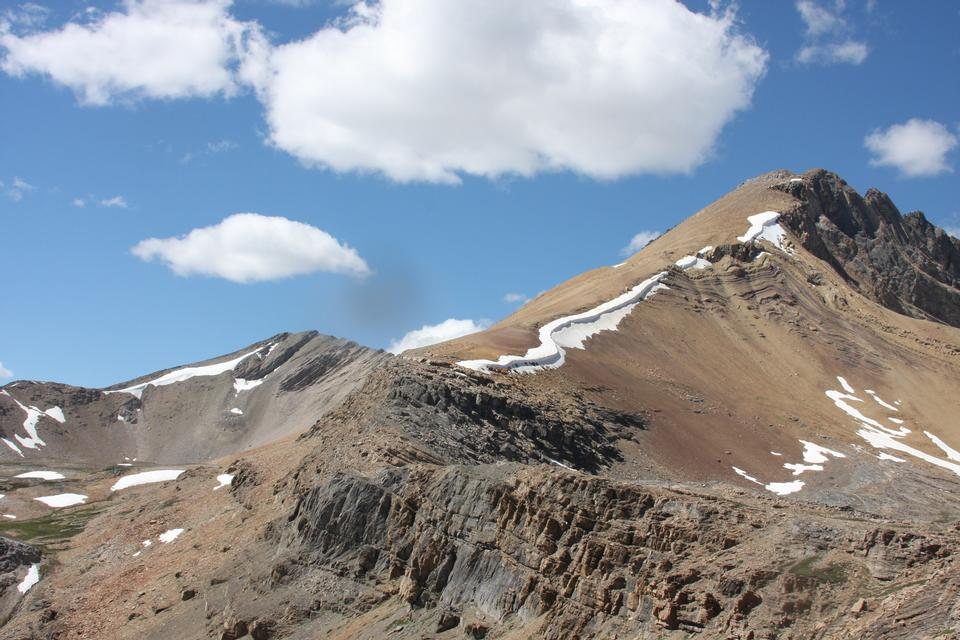 仙女座山阿薩巴斯卡冰川在加拿大碧玉