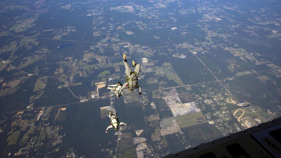 海洋跳出一架C-130大力神