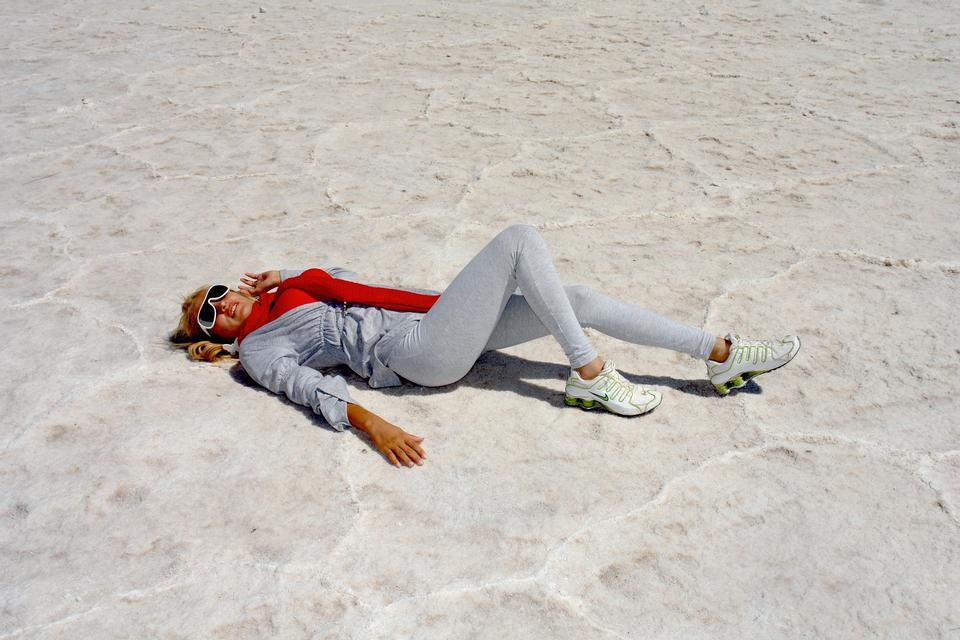 Belle femme sur le sable