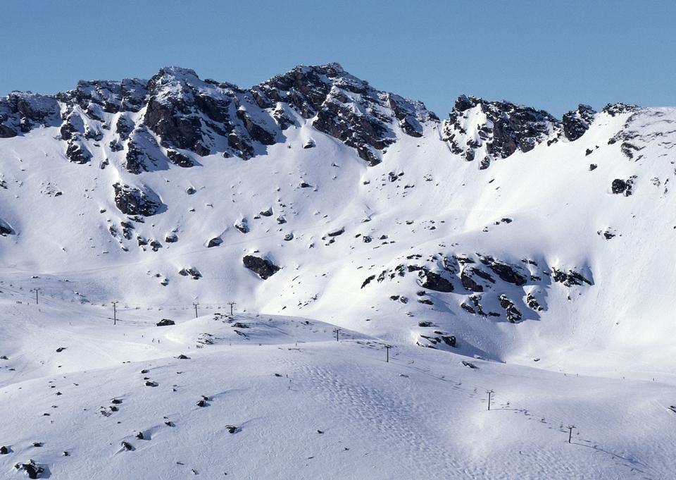 雪と山の中で冬の風景