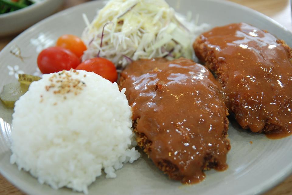 韓国のマリネ豚肉、ライスをクローズアップ