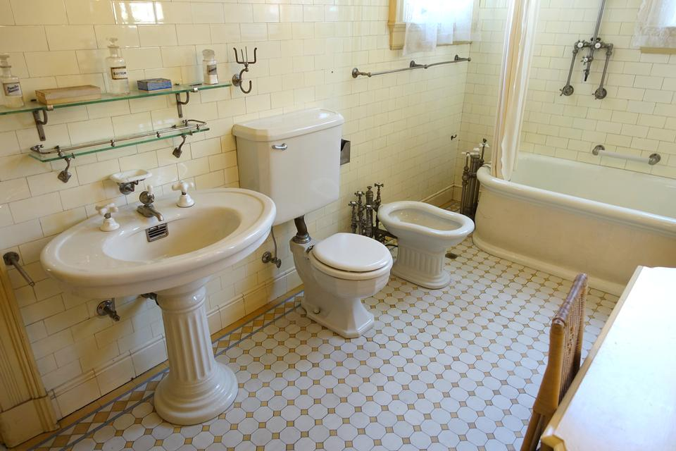 bathroom in style classical