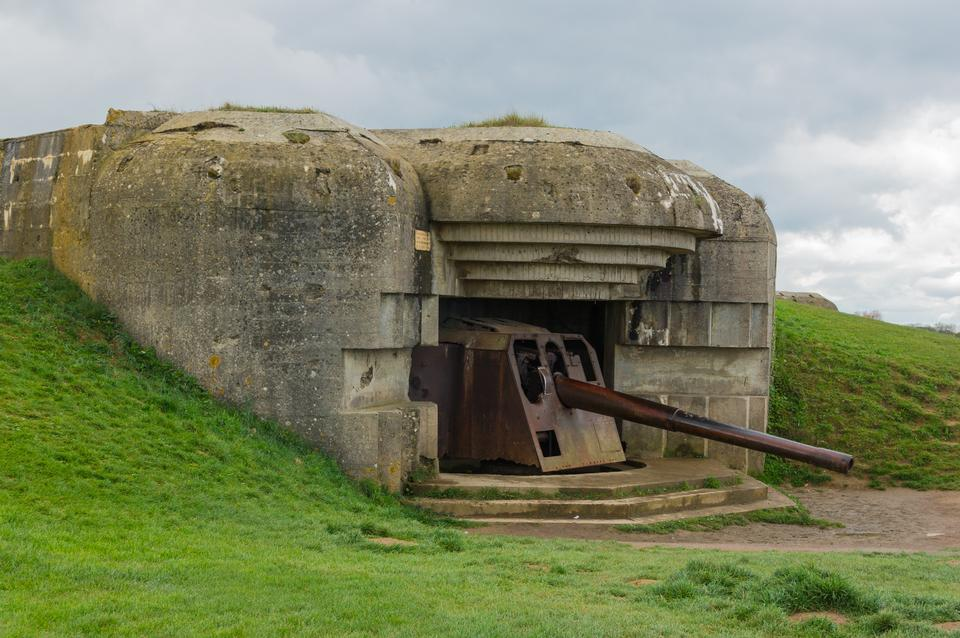A bunker with gun at batterie Longues-sur-Mer