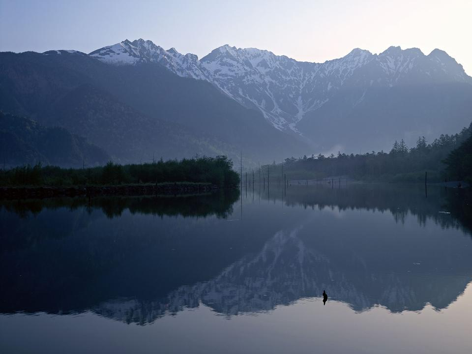 山、純水湖、池、海のある風景