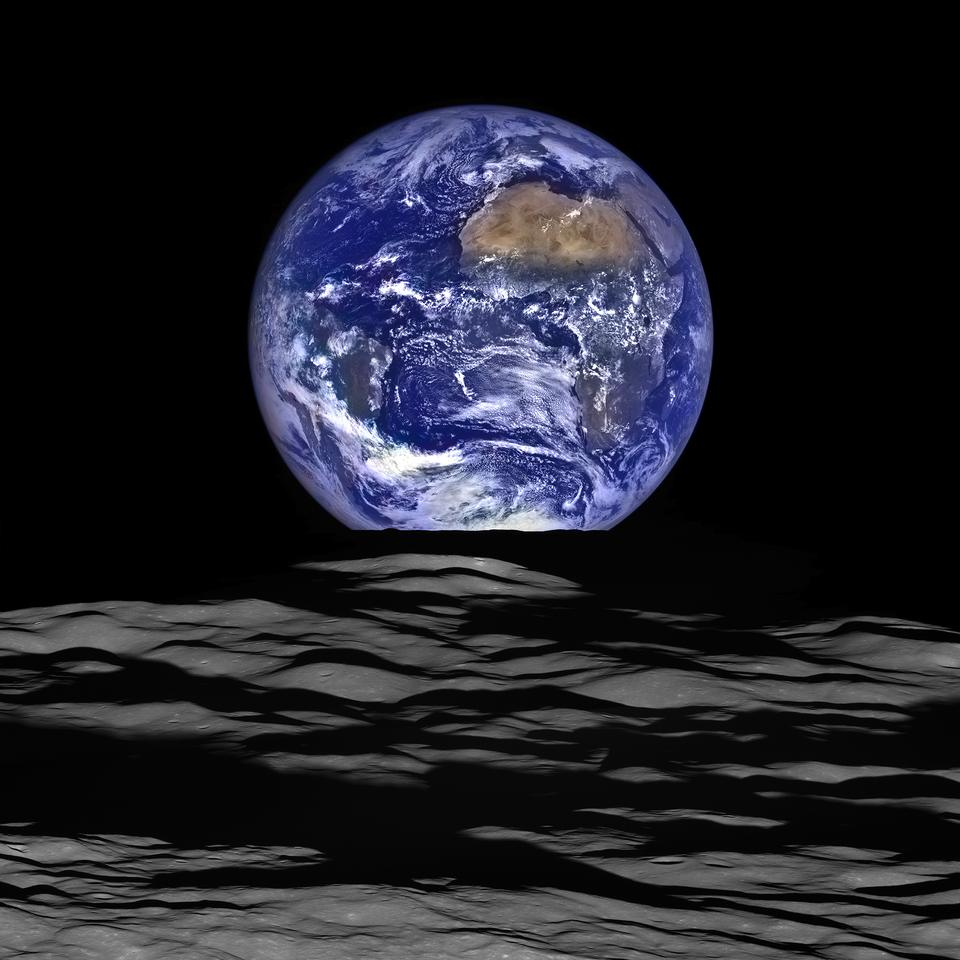 High-Resolution Earthrise
