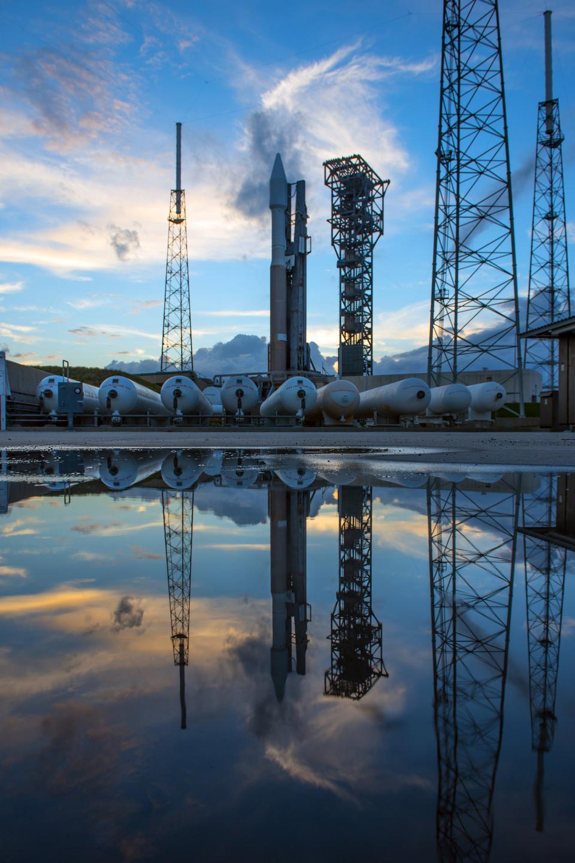 Атлас V ракеты на стартовой площадке