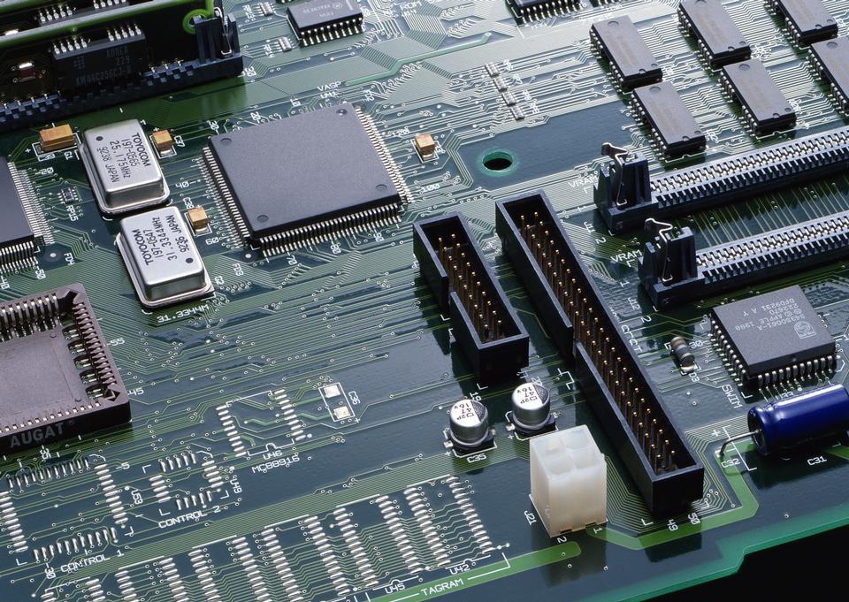 Virutas en un PCB verde