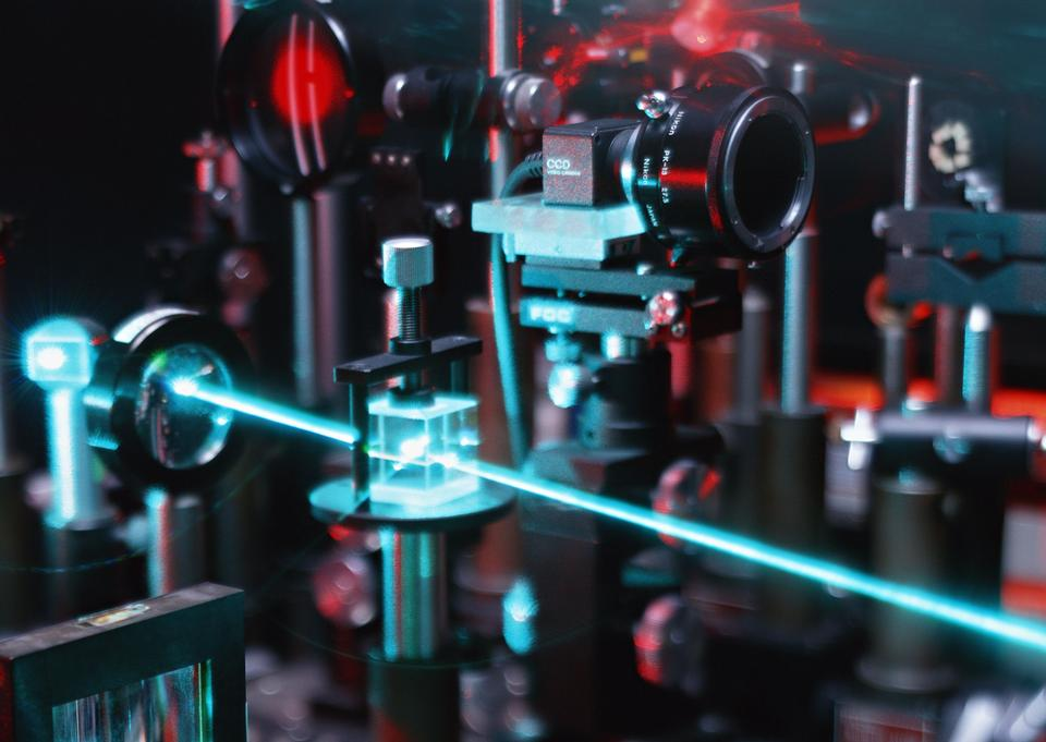 ovement of microparticles by beams of laser