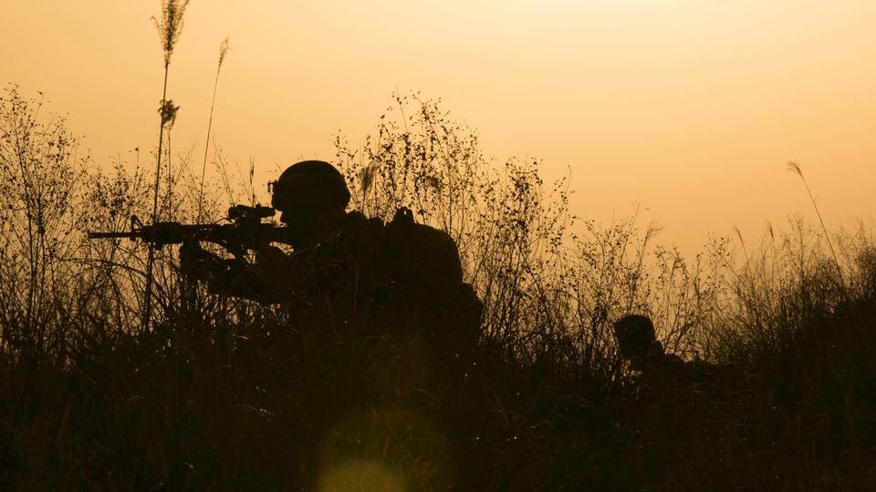 米海兵隊は、パトロールのセキュリティを投稿する