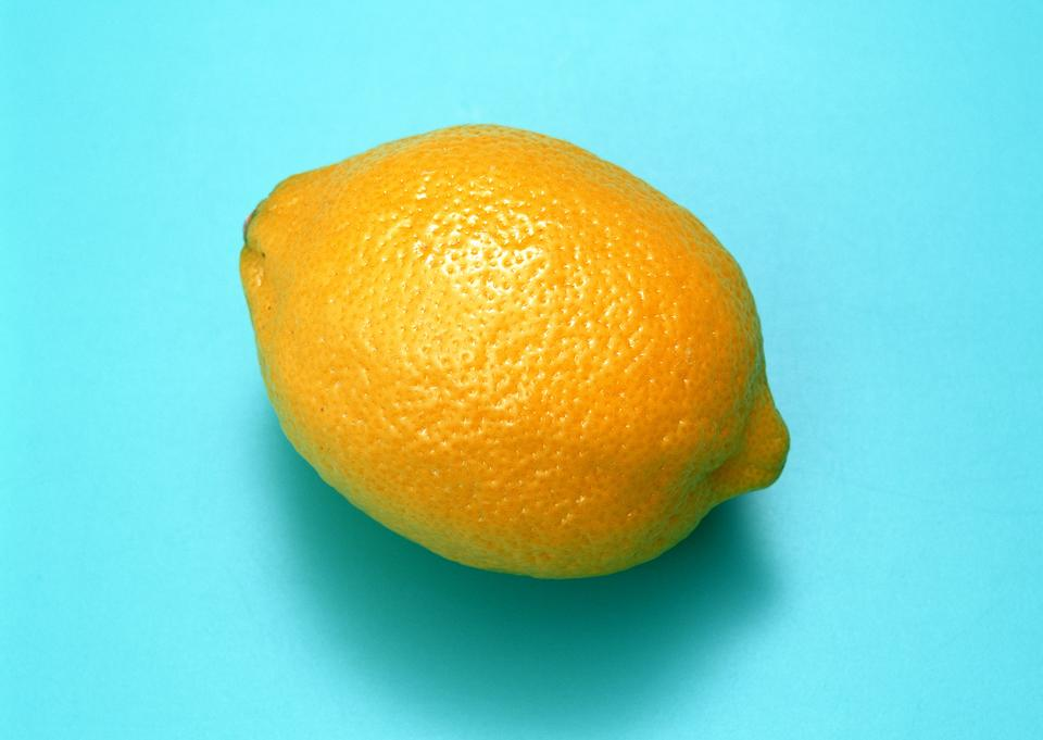 レモンは、白い背景で隔離