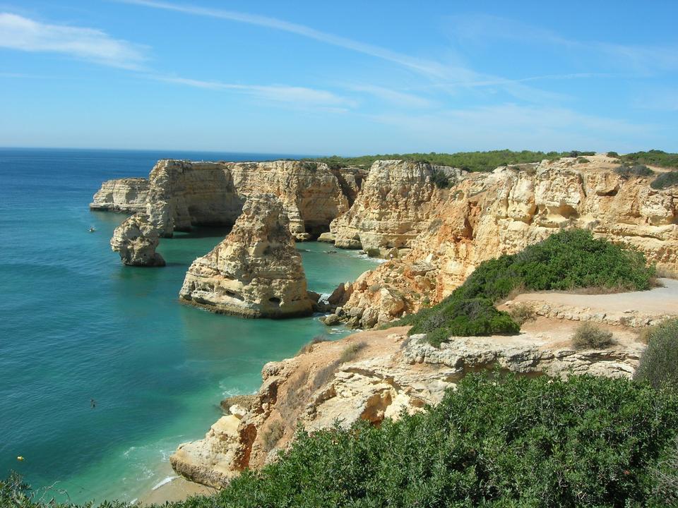 ポルトガル大西洋岸に位置してマリーニャビーチ、
