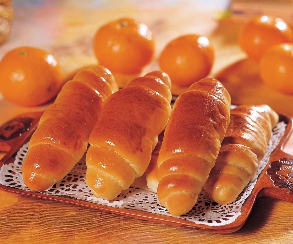 新鲜出炉的甜辫子面包