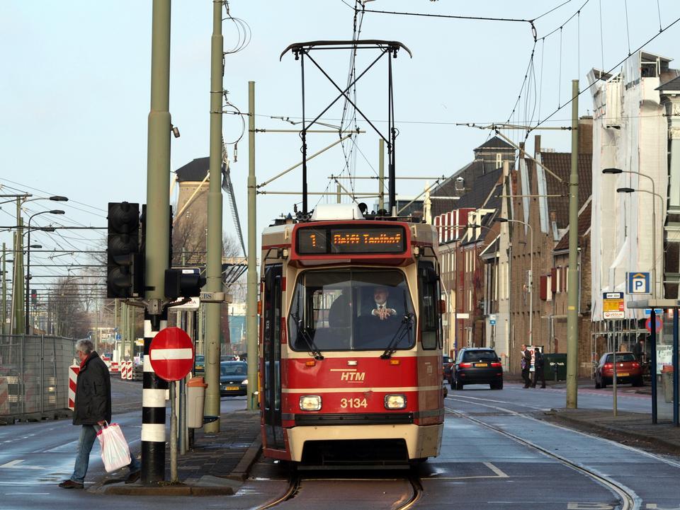 电车到达火车站