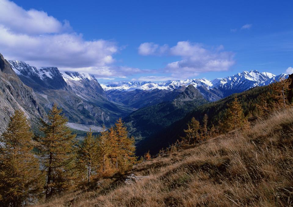 Schöne Landschaft im Herbst in den Alpen