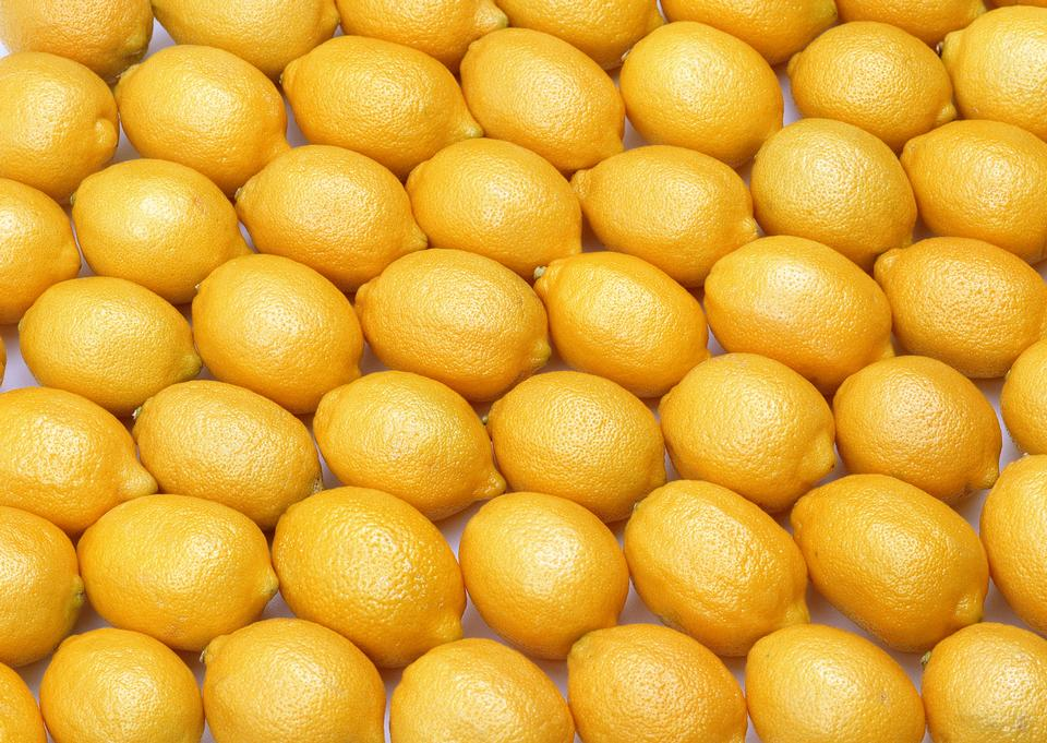 many fresh raw orange