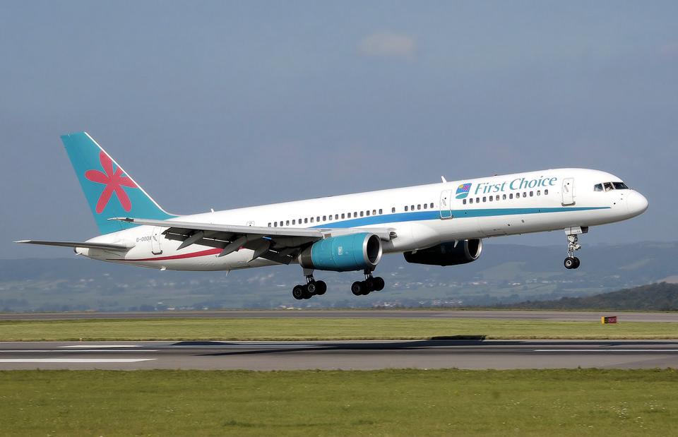 ブリストル国際空港でボーイング757-200土地