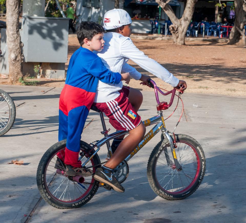 garçon le vélo