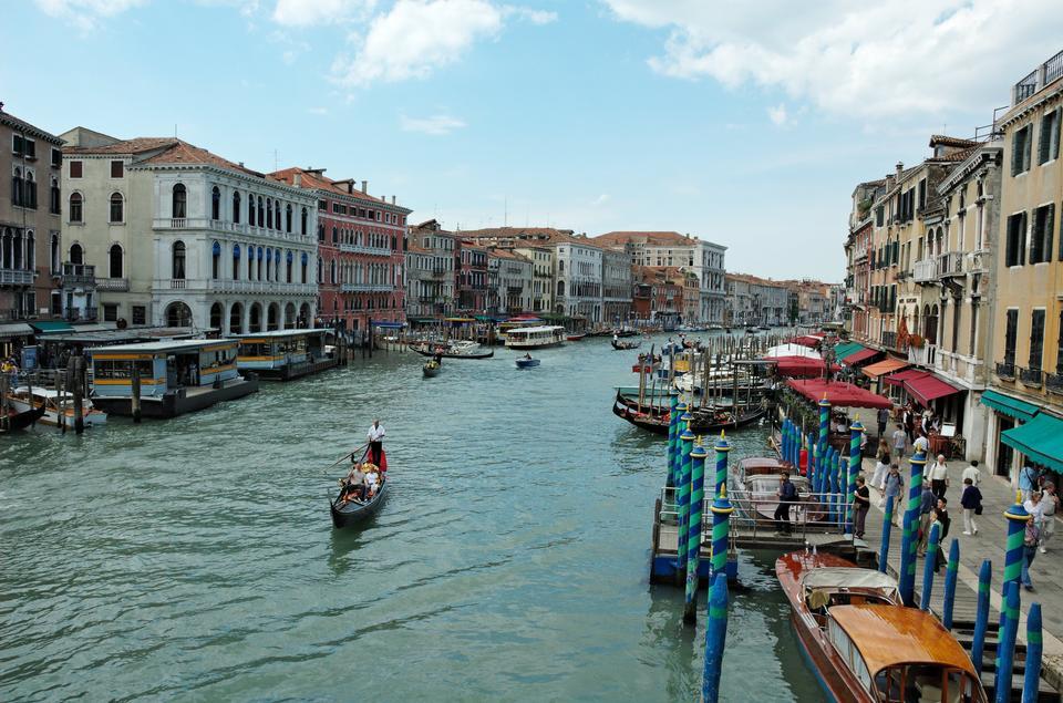 リアルト橋、ヴェネツィアとリーヴァ·デル·ヴィン