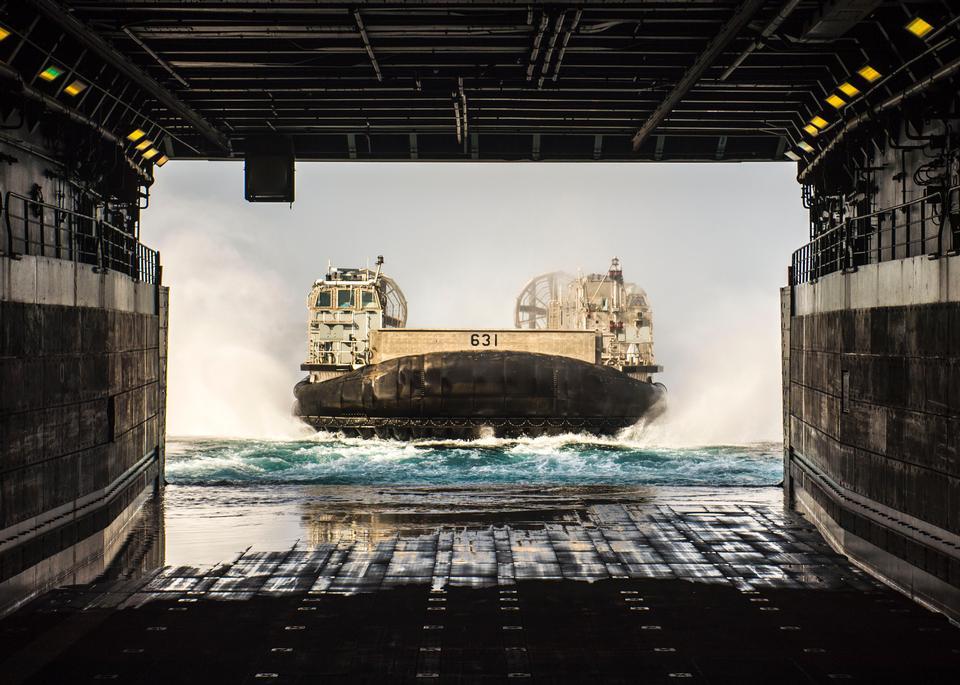 韩国海军登陆舰快631