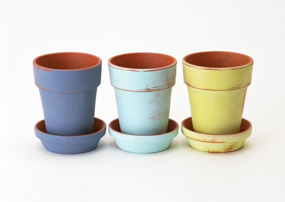 Empty earthenware terracotta flower pots