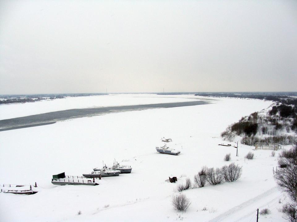 Bateau sous la neige en Solvytchegodsk