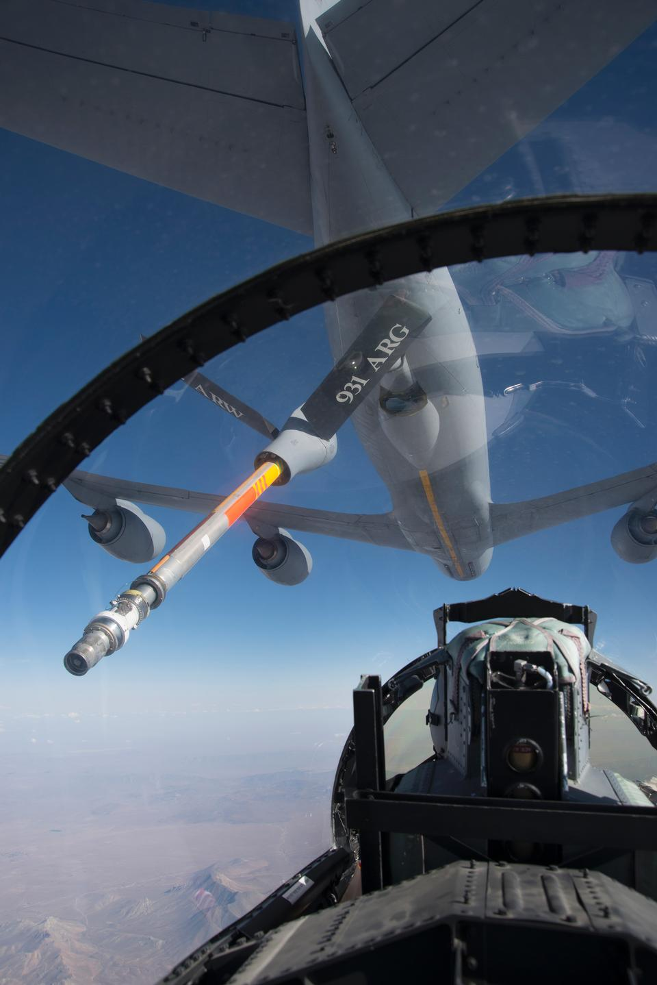 F-15D飛機遠離KC-135加油機