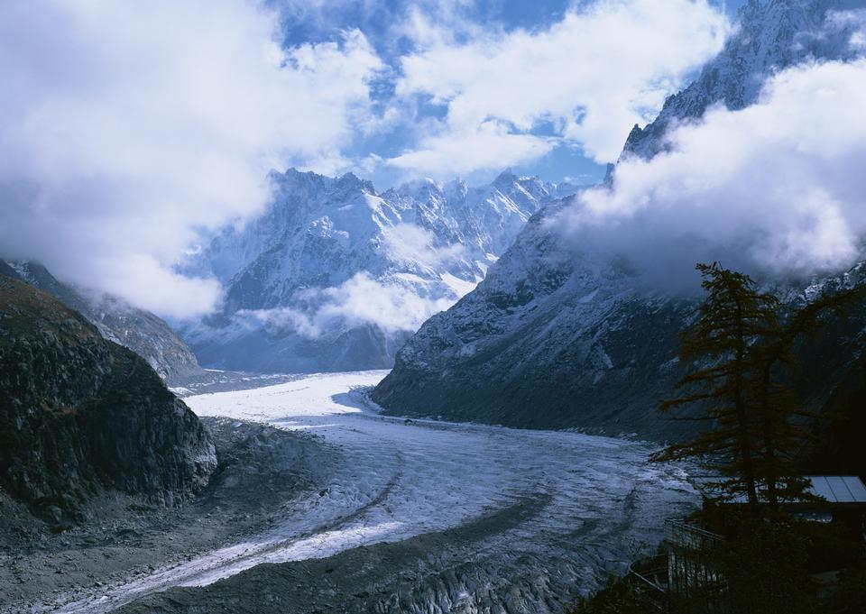 阿莱奇冰川和高山僧侣峰和艾格峰