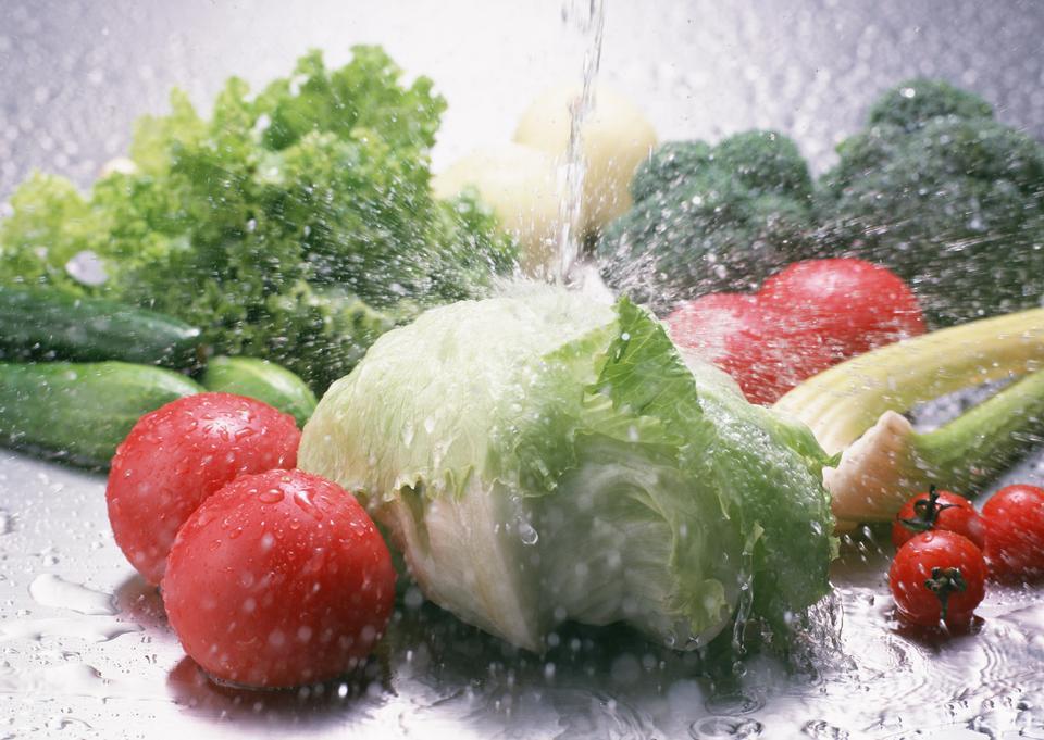 Fresh tomato and green fresh salad with water drop splash