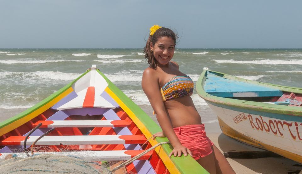 Mujer en barco, la Isla de Margarita