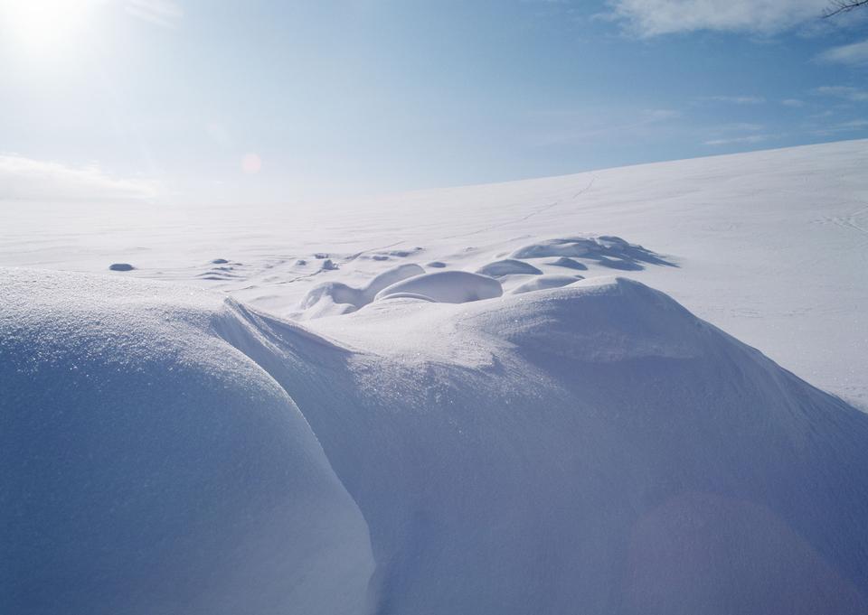 太陽の谷に照らさ雪景色