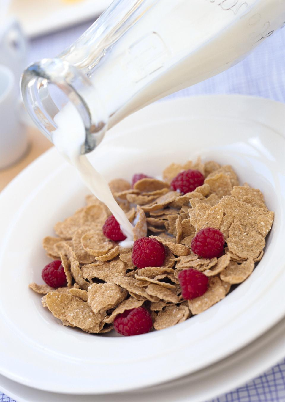 cornflakes with berry