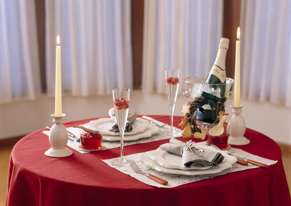 Place setting for Christmas Dinner. Holiday Decorations. Decor.