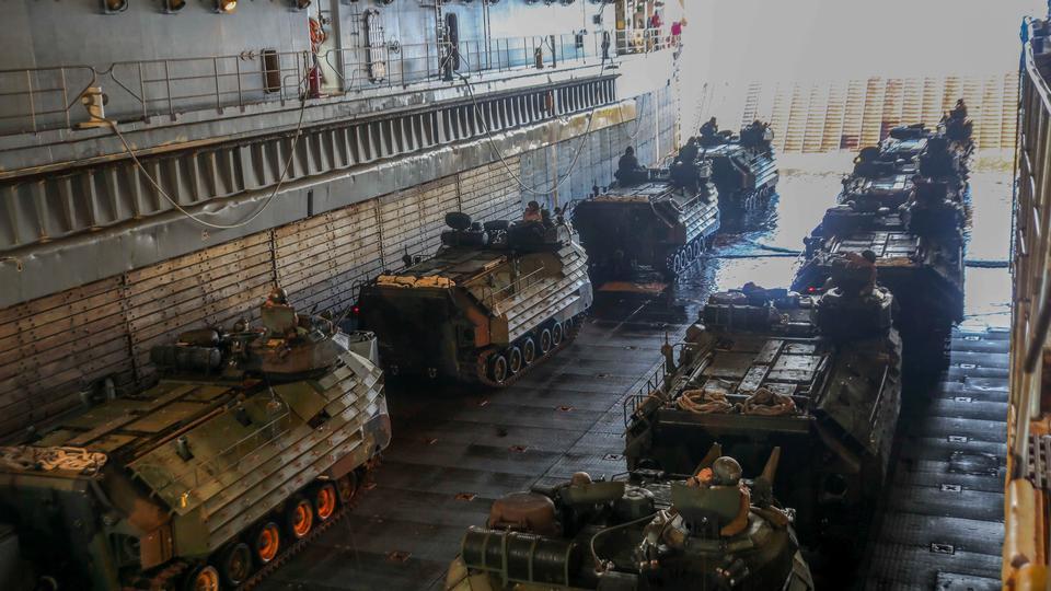 海兵隊AAV-P7 / A1水陸両用強襲車