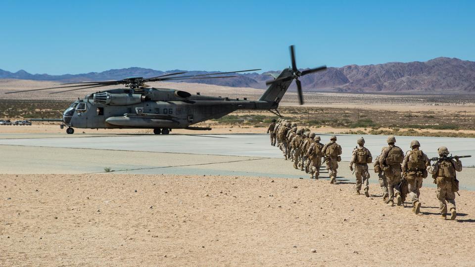 CH-53E超级种马与海洋重的直升机