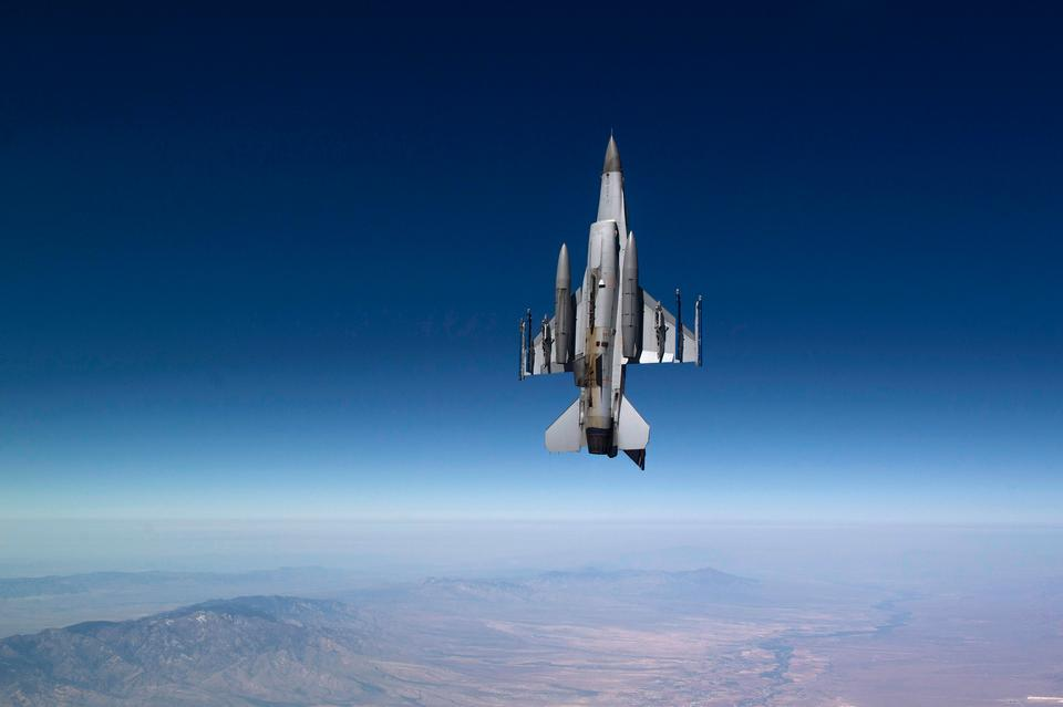 Air Force F-16 Fighting Falcon flies a training mission