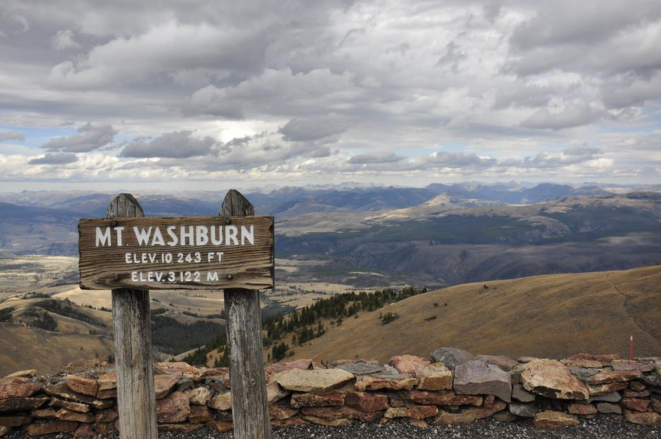 The sign at the summit of Mt. Washburn