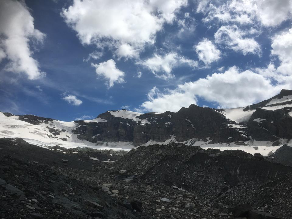 マッターホルン、ツェルマット、スイスの周りにハイキング