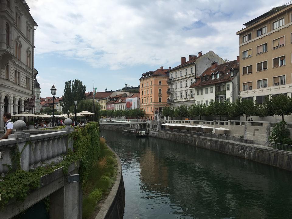 斯洛文尼亚卢布尔雅那Tromostovje Ljublianica河