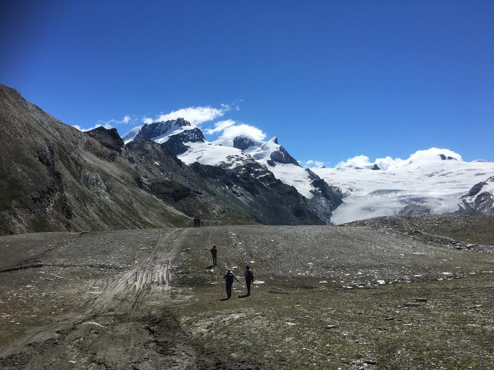 末尾とアルプスとツェルマットスイスでのハイキング