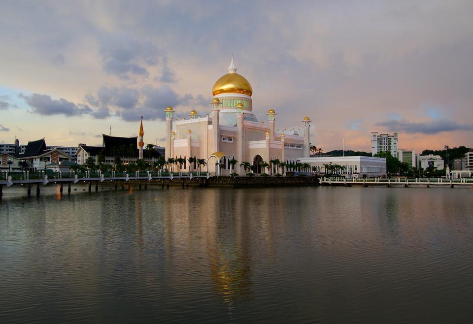 Beautiful View of Sultan Omar Ali Saifudding Mosque Brunei