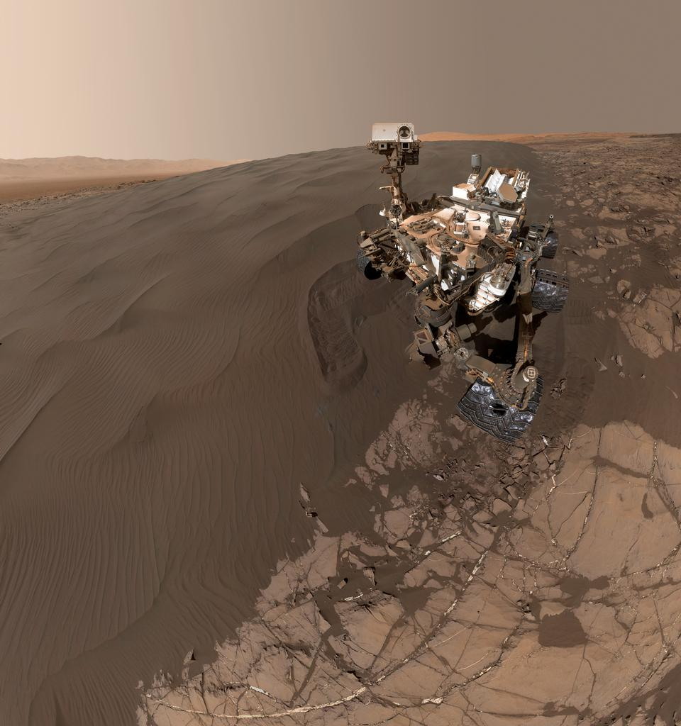好奇心自画像在火星沙丘