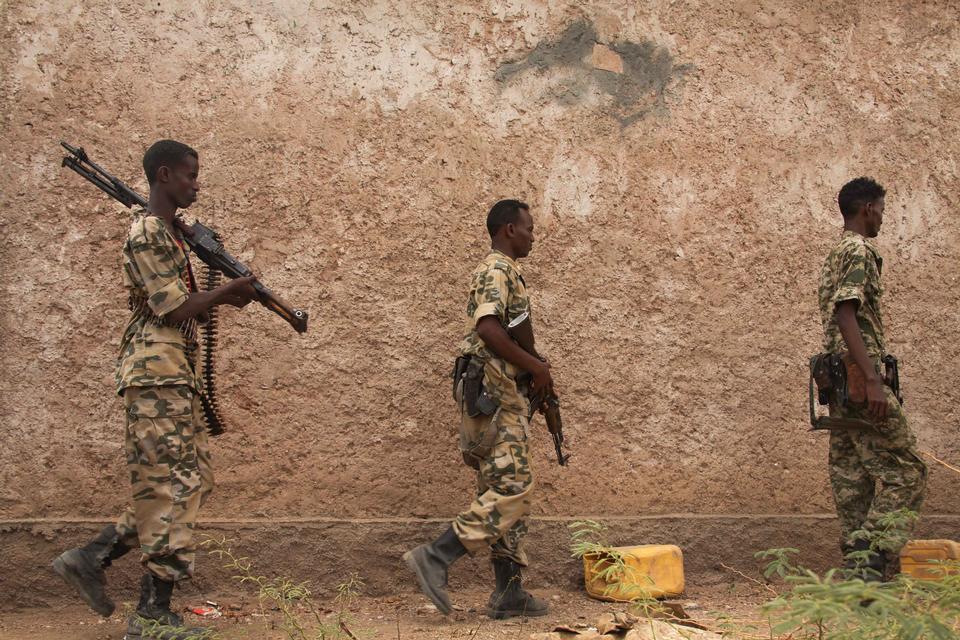 Somali soldiers patrol