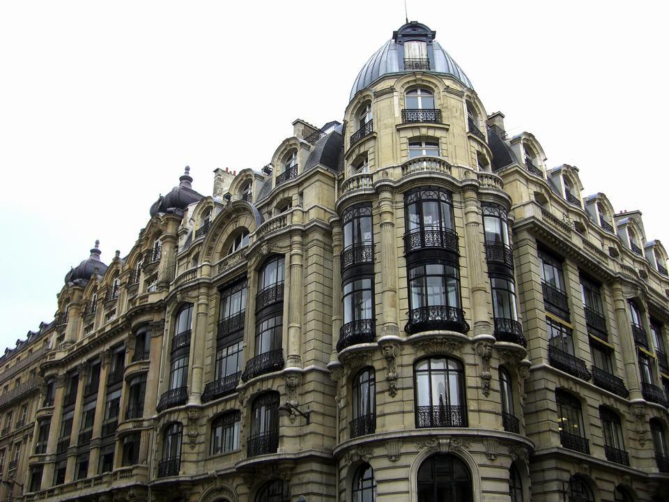 老房子在巴黎街头,历史建筑