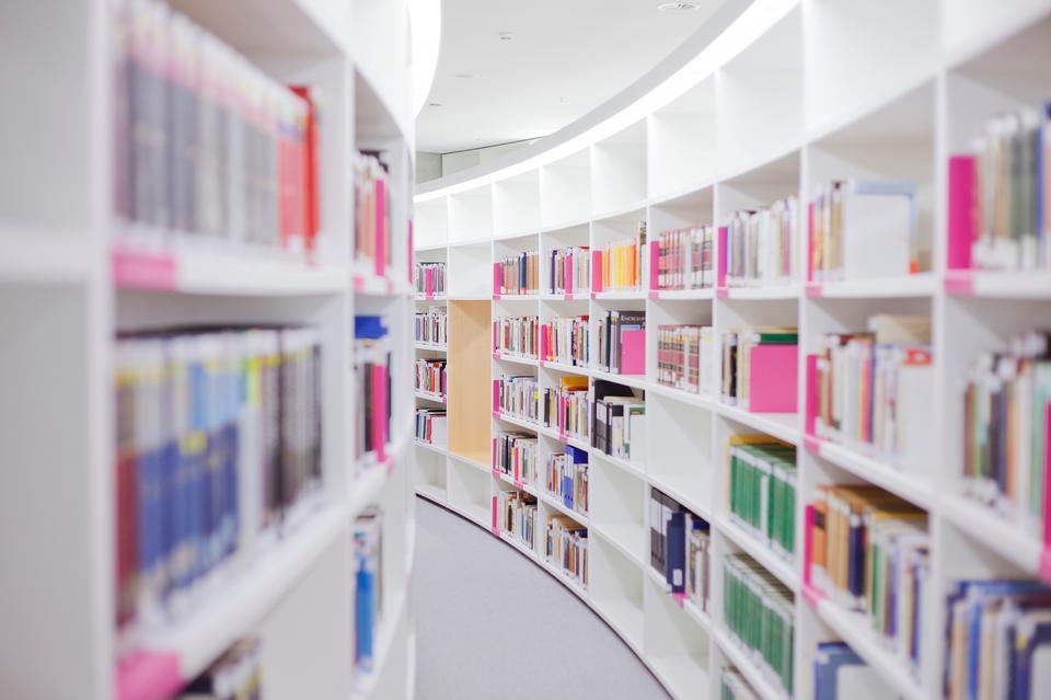 Round Bücherregal in der öffentlichen Bibliothek
